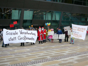 20080819_185218 Protestierer vor Darmstadtium